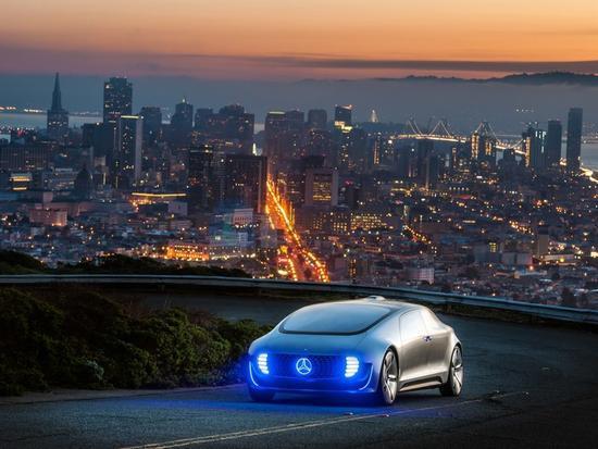 梅赛德斯将于明年在加州推出无人驾驶出租车