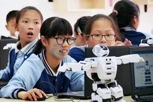 校园教育怎么加入人工智能呢?