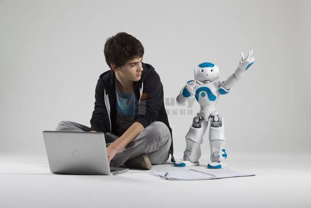 STEAM教育理念的机器人学习编程教育如何突破?