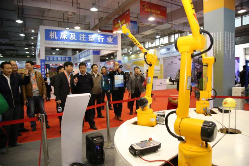 速去围观!这个地方办了一个超万平米的机器人展区!