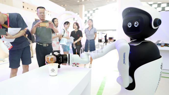 碧桂园机器人餐厅即将开业
