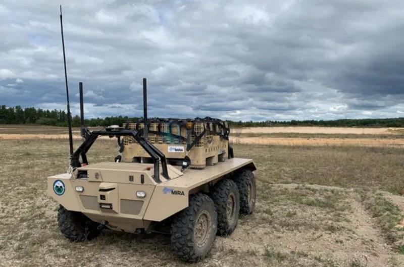 英美军队完成机器人车队补给运送联合测试
