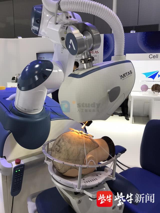 植发手术辅助机器人闪耀进博会